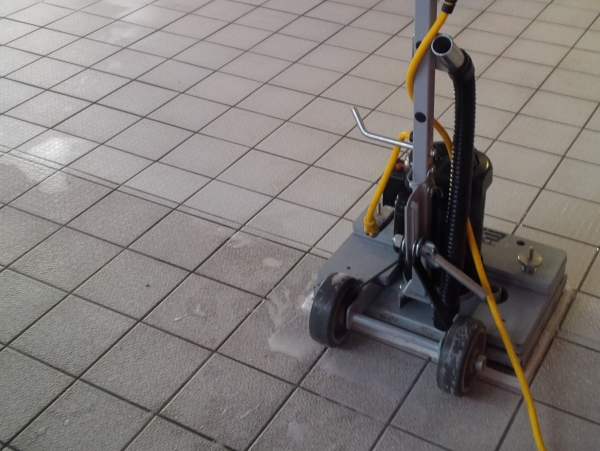 Simple effective cleaning of ceramic tiles & grout lines